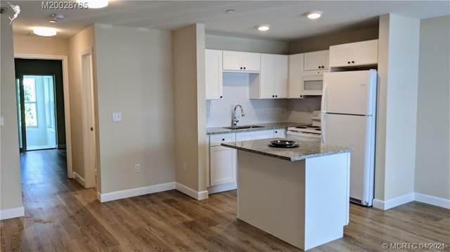2929 SE Ocean Boulevard F8, Stuart, FL 34996 (MLS #RX-10706684) :: Berkshire Hathaway HomeServices EWM Realty