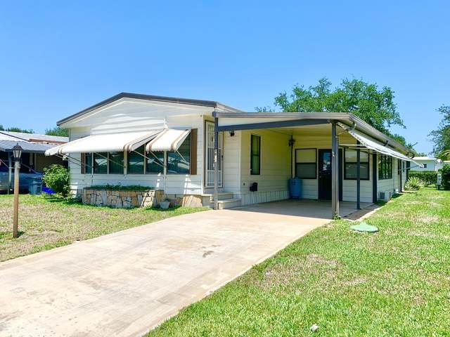 8011 SE Shenandoah Drive, Hobe Sound, FL 33455 (#RX-10710498) :: Posh Properties
