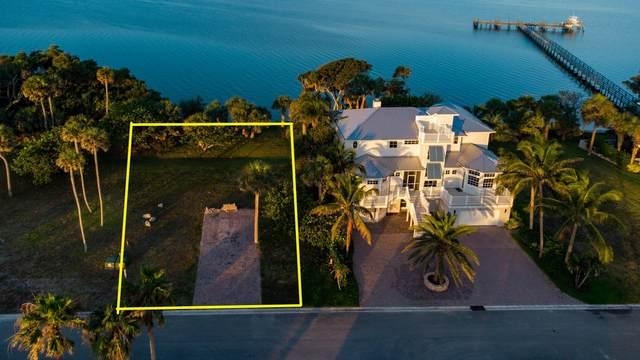 7671 Pelican Pointe Drive E, Jensen Beach, FL 34957 (MLS #RX-10715613) :: Castelli Real Estate Services
