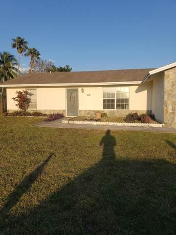186 SW Dove Circle NW, Royal Palm Beach, FL 33411 (#RX-10720819) :: Michael Kaufman Real Estate