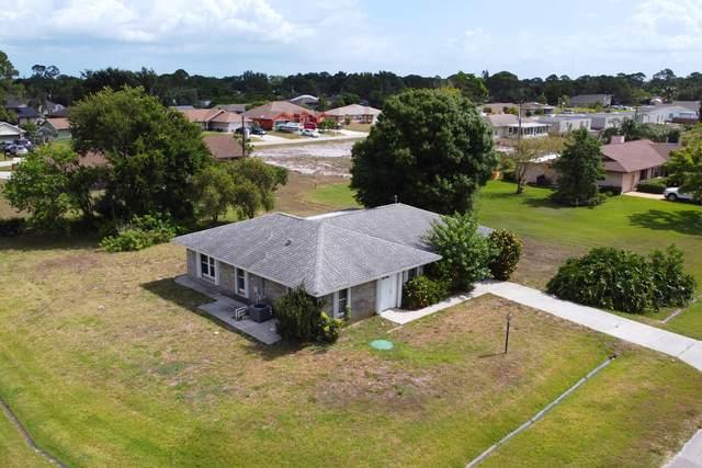 401 SE Guava Terrace, Port Saint Lucie, FL 34953 (#RX-10720882) :: Michael Kaufman Real Estate