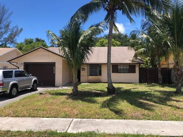 632 4th Avenue SW, Boynton Beach, FL 33426 (#RX-10721000) :: Michael Kaufman Real Estate