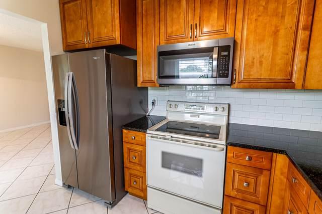 500 Holyoke Lane, Lake Worth, FL 33467 (MLS #RX-10721497) :: Berkshire Hathaway HomeServices EWM Realty