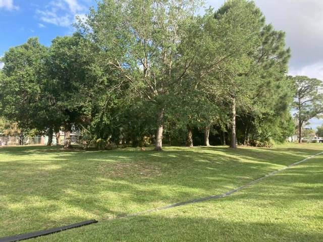 372 NW Floresta Drive, Port Saint Lucie, FL 34983 (#RX-10725359) :: The Rizzuto Woodman Team