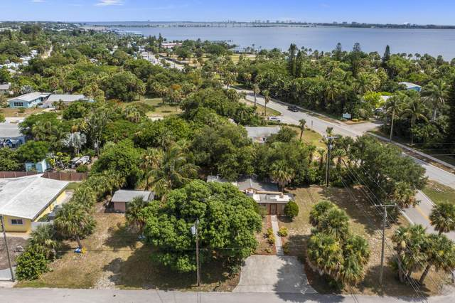 2487 NE Sharp Street S, Jensen Beach, FL 34957 (#RX-10735590) :: Treasure Property Group