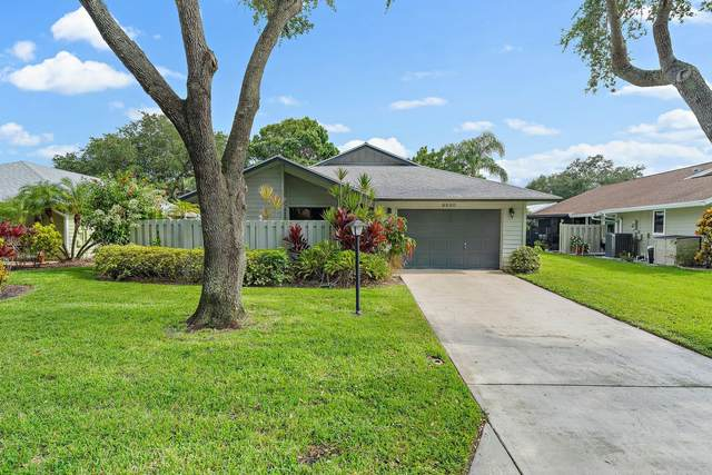 8920 SE Eaglewood Way, Hobe Sound, FL 33455 (#RX-10744048) :: Michael Kaufman Real Estate
