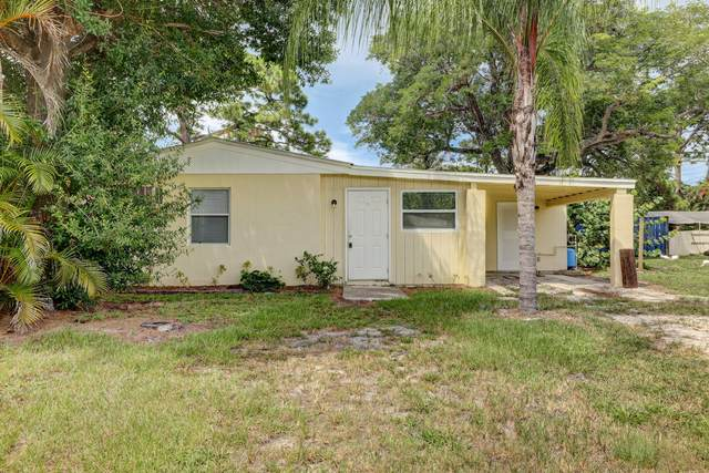 5317 SE Isabelita Avenue, Stuart, FL 34997 (MLS #RX-10745316) :: Castelli Real Estate Services