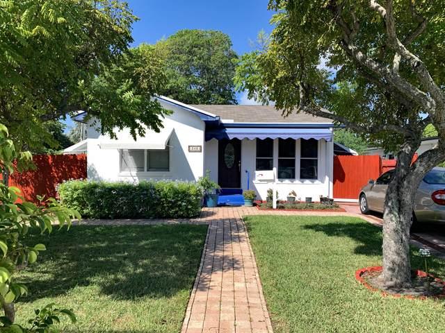348 SE 4th Avenue, Delray Beach, FL 33483 (MLS #RX-10748282) :: Adam Docktor Group