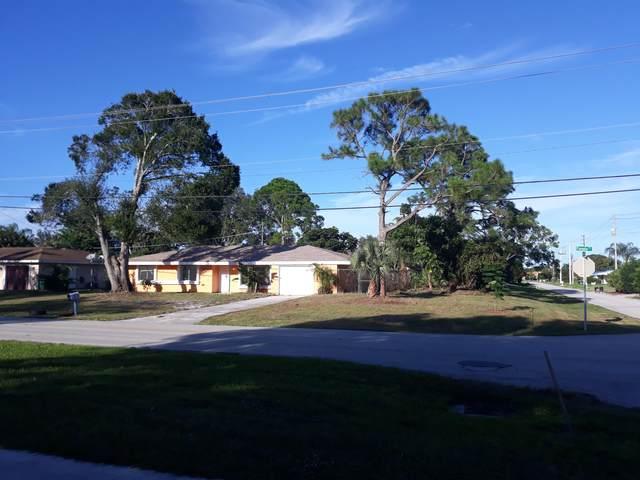 197 SE Floresta Drive, Port Saint Lucie, FL 34983 (#RX-10750988) :: Michael Kaufman Real Estate