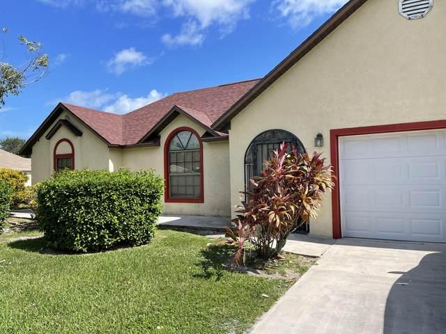 2858 SE Blackwell Drive E, Port Saint Lucie, FL 34952 (#RX-10753867) :: Posh Properties