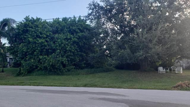 2537 SW Chestnut Lane, Port Saint Lucie, FL 34953 (#RX-10753888) :: IvaniaHomes | Keller Williams Reserve Palm Beach