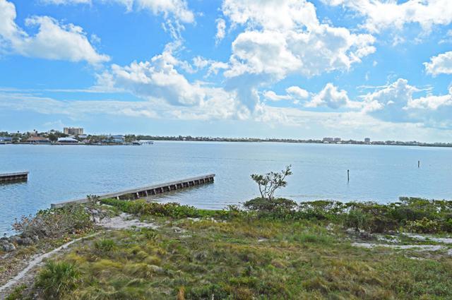 20 Harbour Isle Drive W #302, Hutchinson Island, FL 34949 (#RX-10409115) :: Ryan Jennings Group