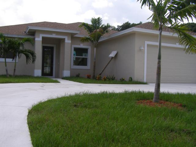 752 SE Thornhill Drive, Port Saint Lucie, FL 34953 (#RX-10462223) :: The Reynolds Team/Treasure Coast Sotheby's International Realty