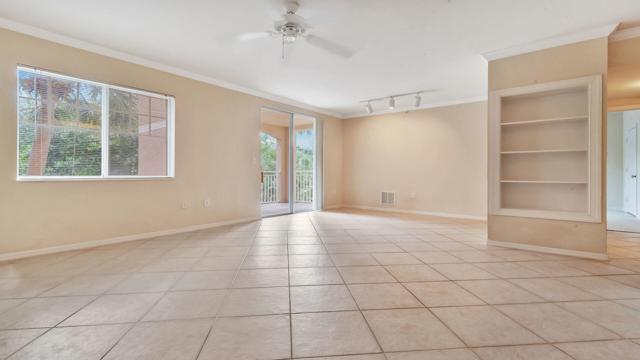 6410 Emerald Dunes Drive #207, West Palm Beach, FL 33411 (#RX-10466601) :: Ryan Jennings Group