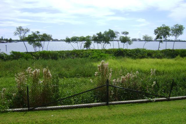 21 Harbour Isle Drive E #102, Fort Pierce, FL 34949 (#RX-10467906) :: Ryan Jennings Group
