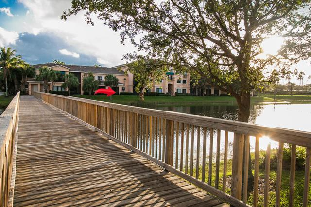 2917 Tuscany Court #107, Palm Beach Gardens, FL 33410 (#RX-10469110) :: Ryan Jennings Group