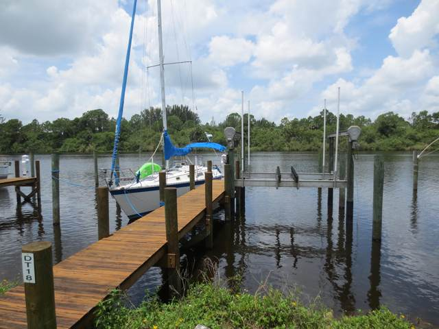 # 18 SW Pennsylvania Avenue Dock # 18, Stuart, FL 34997 (MLS #RX-10547333) :: Berkshire Hathaway HomeServices EWM Realty