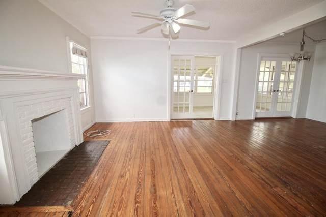 424 Colonial Road, West Palm Beach, FL 33405 (#RX-10586142) :: Ryan Jennings Group
