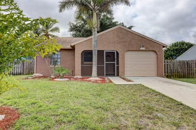 5200 SE Dell Street, Stuart, FL 34997 (#RX-10598754) :: Ryan Jennings Group