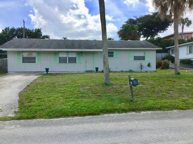 2372 NE Center Circle, Jensen Beach, FL 34957 (MLS #RX-10603702) :: Berkshire Hathaway HomeServices EWM Realty