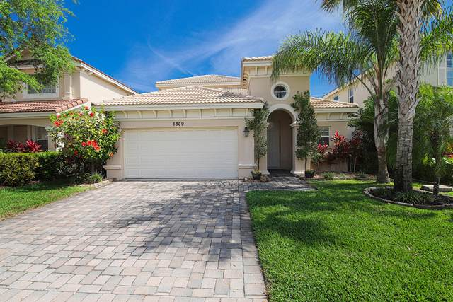 5809 SE Crooked Oak Avenue, Hobe Sound, FL 33455 (#RX-10612301) :: The Rizzuto Woodman Team