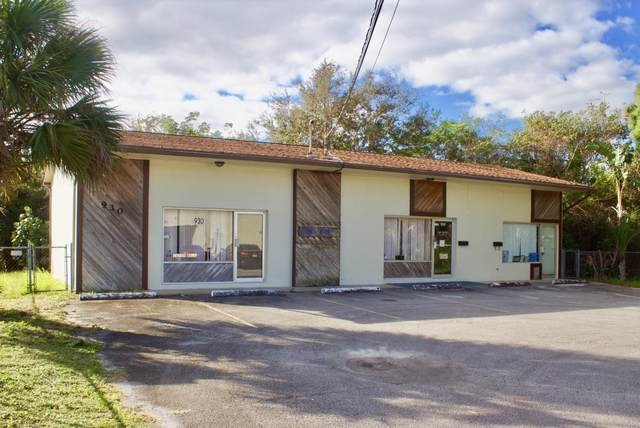 930 NE Jensen Beach Boulevard, Jensen Beach, FL 34957 (#RX-10675645) :: Posh Properties