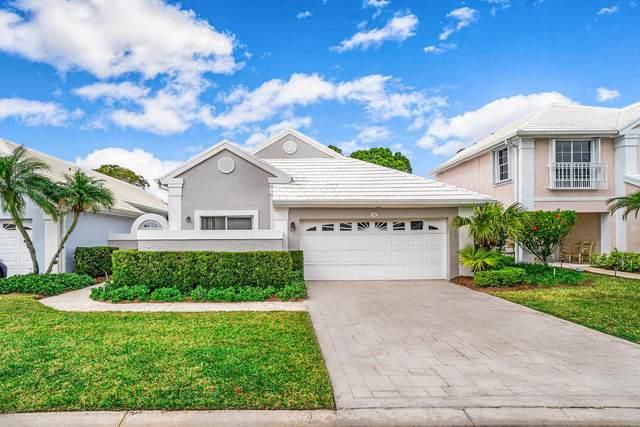 52 Windsor Lane, Palm Beach Gardens, FL 33418 (MLS #RX-10685460) :: Laurie Finkelstein Reader Team