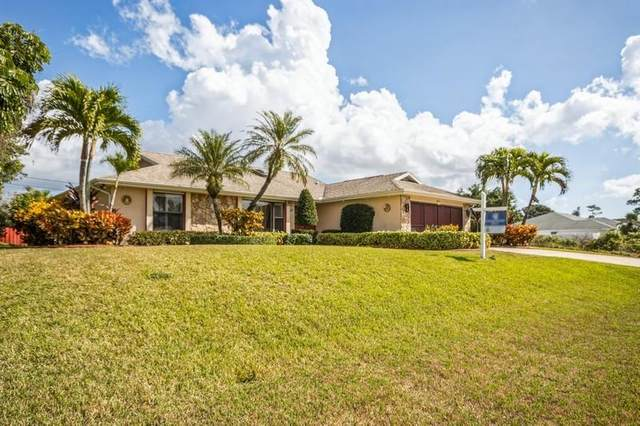 771 SE Essex Drive, Port Saint Lucie, FL 34984 (MLS #RX-10689999) :: Castelli Real Estate Services