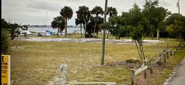 1060 NE Martin Avenue, Jensen Beach, FL 34957 (#RX-10716121) :: Michael Kaufman Real Estate
