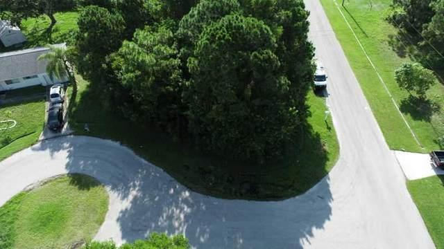 2521 SE Ibis Court, Port Saint Lucie, FL 34952 (#RX-10734356) :: Dalton Wade