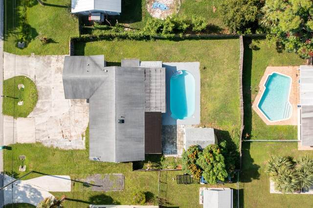 5203 Hickory Drive, Fort Pierce, FL 34982 (MLS #RX-10743090) :: Castelli Real Estate Services