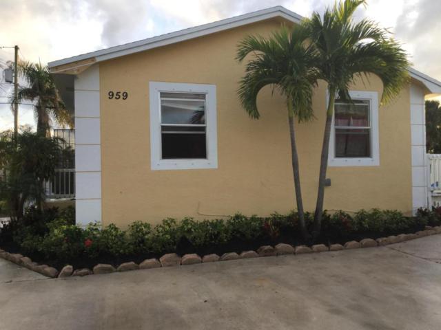 959 W 5th Street, Riviera Beach, FL 33404 (#RX-10390023) :: The Haigh Group   Keller Williams Realty