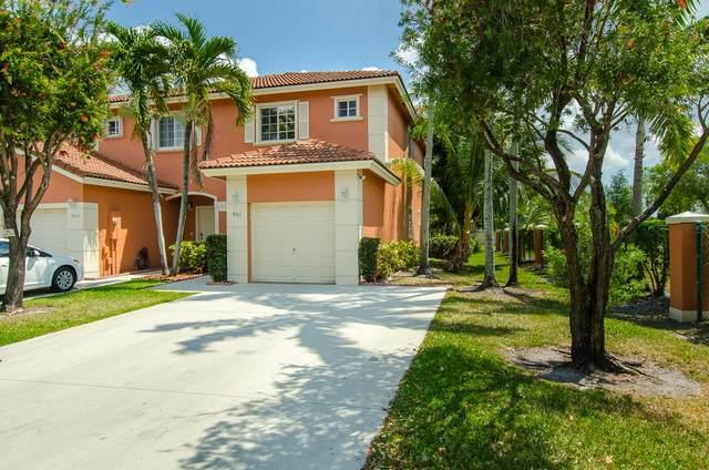 901 NW 100 Avenue, Pembroke Pines, FL 33024 (#RX-10609887) :: Ryan Jennings Group