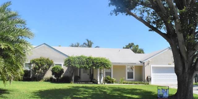 8735 SE Se Bahama Cir Circle, Hobe Sound, FL 33455 (#RX-10636315) :: Manes Realty Group