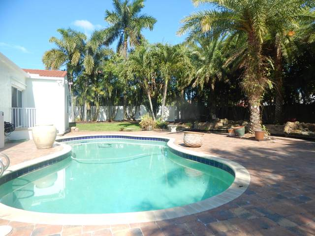 818 W Ocean Avenue, Boynton Beach, FL 33426 (#RX-10719399) :: Michael Kaufman Real Estate