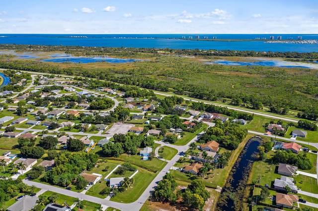 2222 SE Rock Springs Drive, Port Saint Lucie, FL 34952 (#RX-10752479) :: Posh Properties