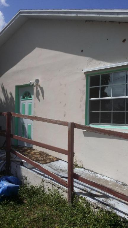 1075 W 30th Street, Riviera Beach, FL 33404 (#RX-10366185) :: Keller Williams