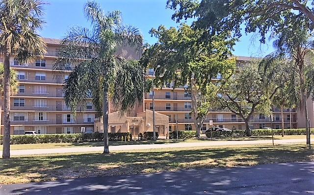 4570 NW 18th Avenue #105, Deerfield Beach, FL 33064 (#RX-10406432) :: The Haigh Group | Keller Williams Realty