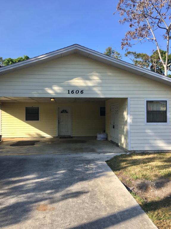 1606 Florida Avenue, Fort Pierce, FL 34950 (#RX-10410390) :: Ryan Jennings Group