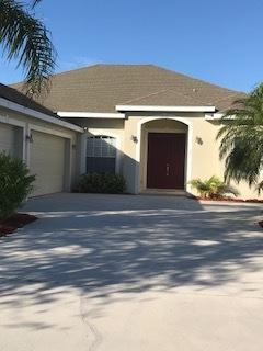 438 NW Sunflower Place, Jensen Beach, FL 34957 (#RX-10413967) :: The Carl Rizzuto Sales Team