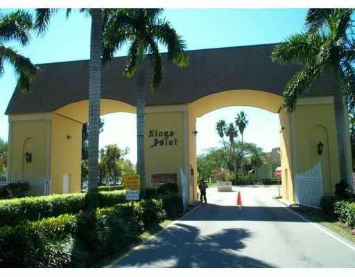 27 Colonial Club Drive #201, Boynton Beach, FL 33435 (#RX-10425760) :: The Haigh Group | Keller Williams Realty