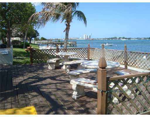 5600 N Flagler Drive Ph103, West Palm Beach, FL 33407 (#RX-10427367) :: Ryan Jennings Group