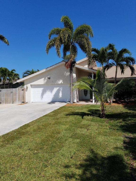 4384 Nicole Circle, Tequesta, FL 33469 (#RX-10433838) :: The Carl Rizzuto Sales Team