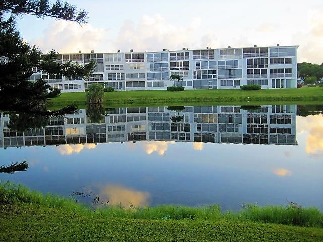 1040 Cambridge B, Deerfield Beach, FL 33442 (#RX-10457463) :: The Carl Rizzuto Sales Team