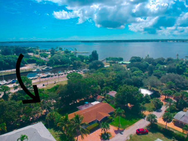1065 NE Rio Pine Lane, Jensen Beach, FL 34957 (#RX-10466172) :: The Reynolds Team/Treasure Coast Sotheby's International Realty