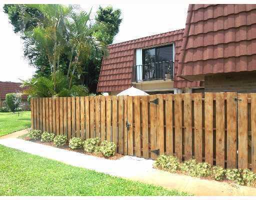 3112 Spanish Wells Drive 14-B, Delray Beach, FL 33445 (#RX-10466915) :: Ryan Jennings Group