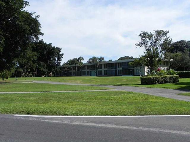 4031 N Cypress Drive #203, Pompano Beach, FL 33069 (MLS #RX-10525432) :: The Paiz Group
