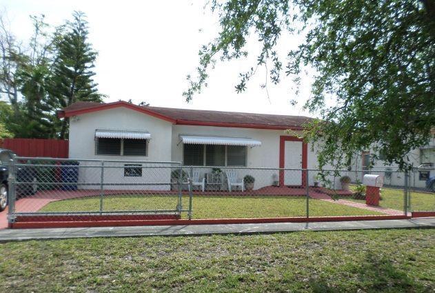 313 SW 9th Terrace, Hallandale Beach, FL 33009 (MLS #RX-10528009) :: Castelli Real Estate Services