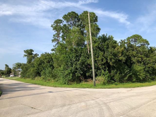 1995 SE Fairfield Street, Port Saint Lucie, FL 34983 (MLS #RX-10530830) :: Berkshire Hathaway HomeServices EWM Realty