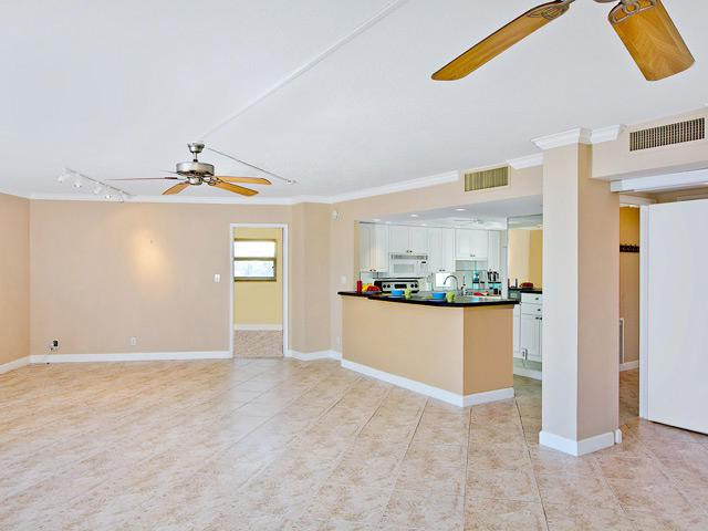 333 NE 21st Avenue #404, Deerfield Beach, FL 33441 (#RX-10536246) :: Ryan Jennings Group